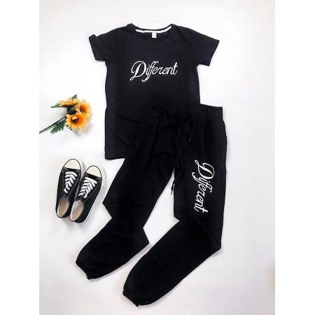 Compleu Different tricou negru si pantaloni lungi