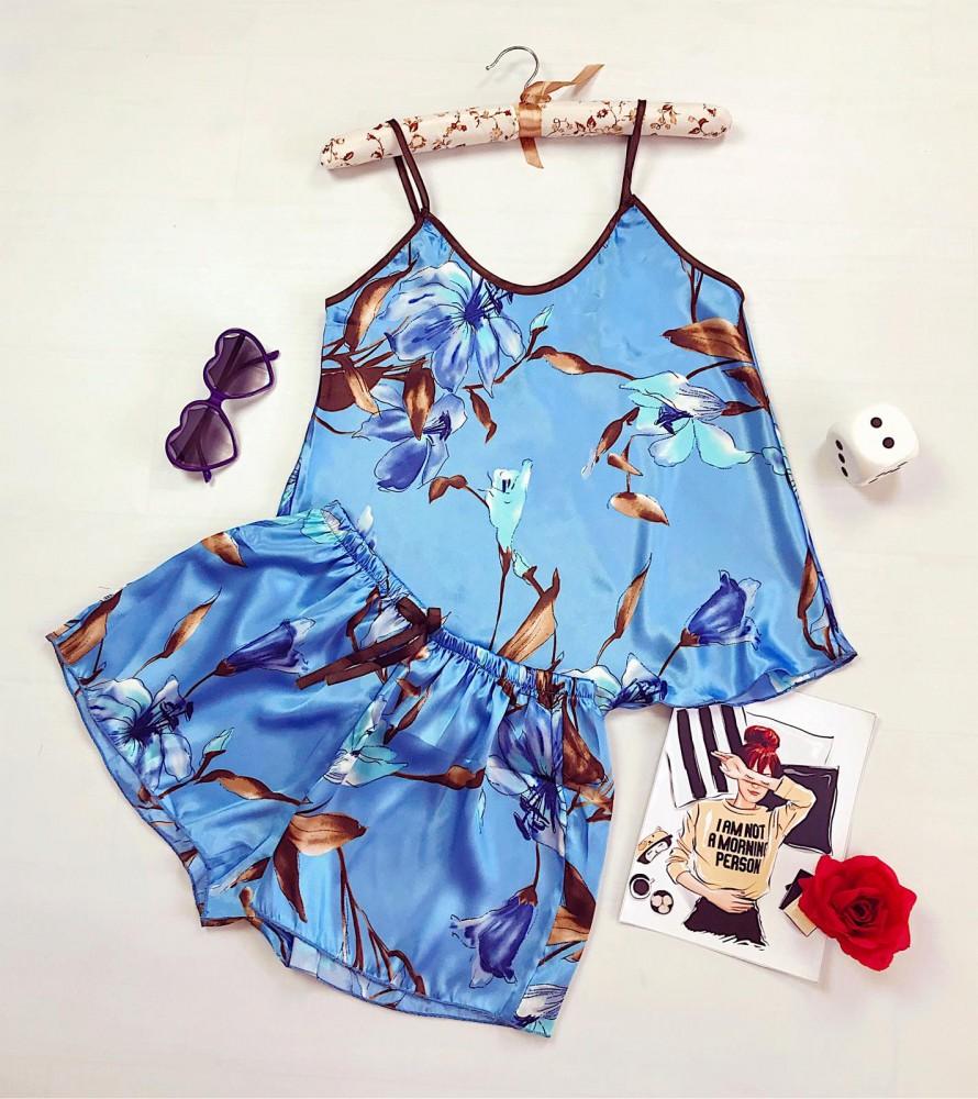 Compleu pijama bleu maiou si pantaloni scurti din satin premium cu imprimeu crini