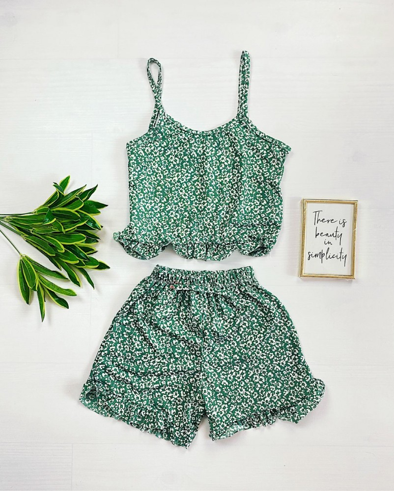 Pijama scurta verde cu floricele albe si volanase Daisy