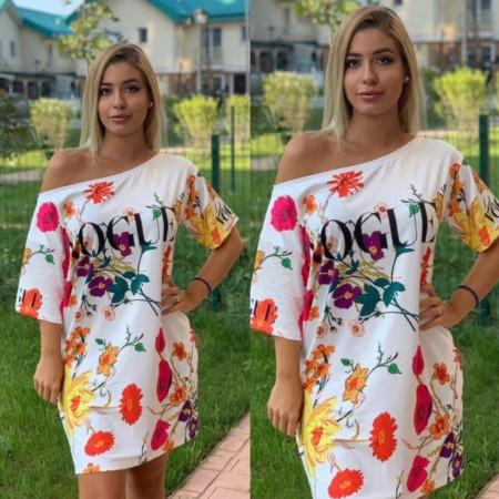 Rochie scurta de vara alba cu imprimeu Vogue si flori