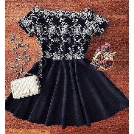 Rochie scurta eleganta neagra in forma cloche cu broderie aurie