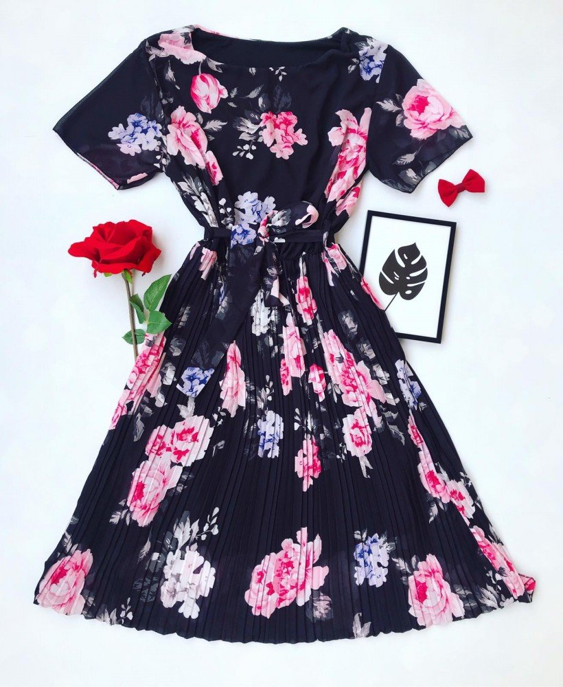Rochie neagra scurta de zi eleganta cu cordon si imprimeu floral