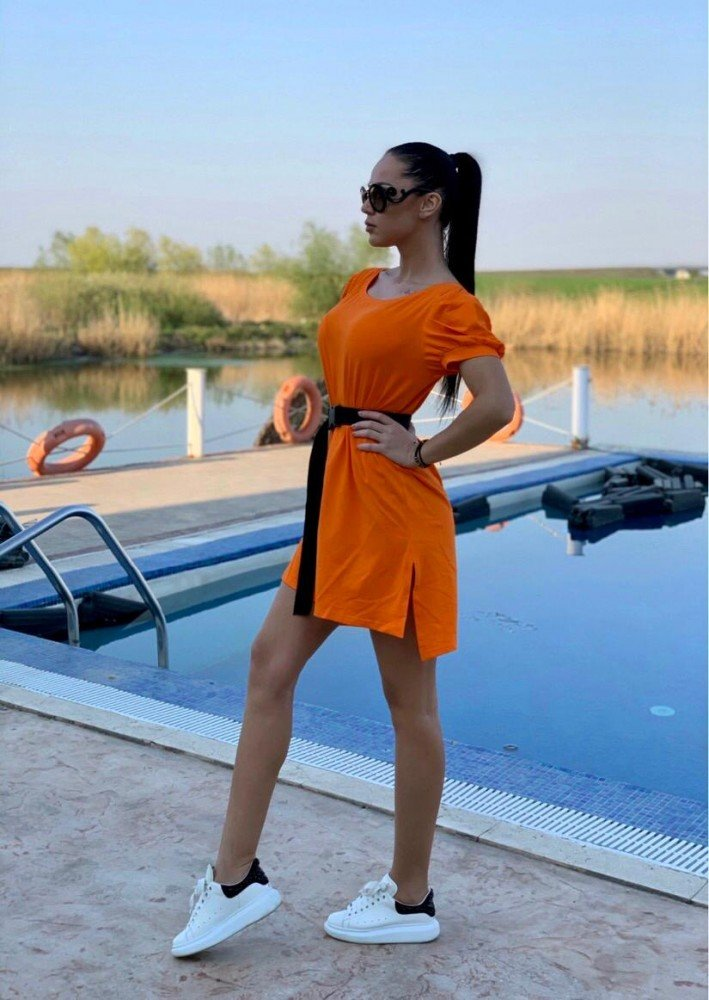 Rochie scurta de zi portocalie cu umeri bufant