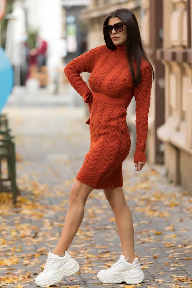 Rochie tricotata caramizie groasa pentru iarna cu cordon