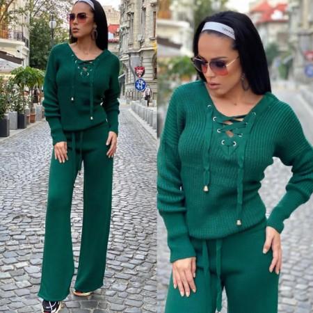 Compleu dama tricotat verde inchis cu bluza petrecuta si pantalon evazat