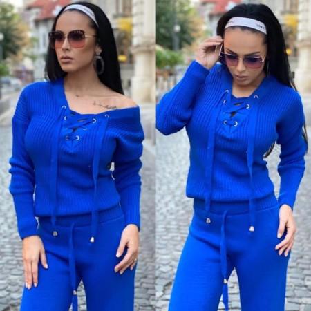 Compleu dama tricotat albastru cu bluza petrecuta si pantalon evazat