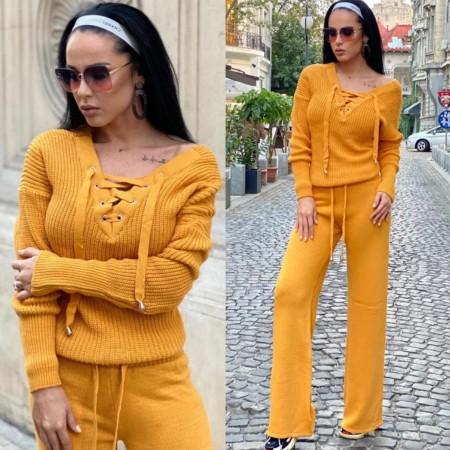 Compleu dama tricotat galben cu bluza petrecuta si pantalon evazat