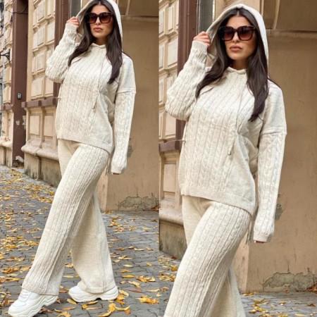 Compleu dama tricotat crem cu bluza larga si pantalon evazat