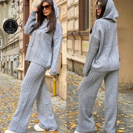 Compleu dama tricotat gri cu bluza larga si pantalon evazat