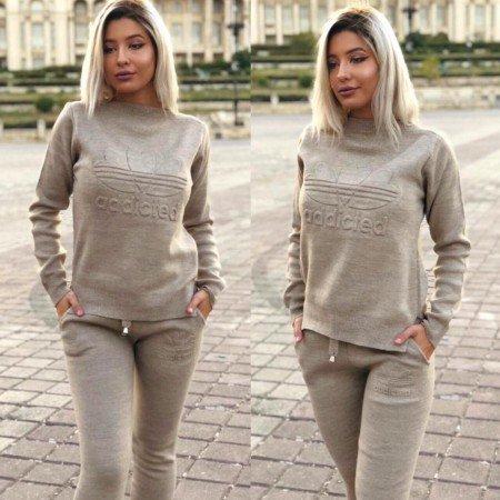 Trening dama crem din tricot cu imprimeu Addicted