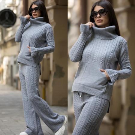 Compleu dama tricotat gri pe gat cu pantalon evazat