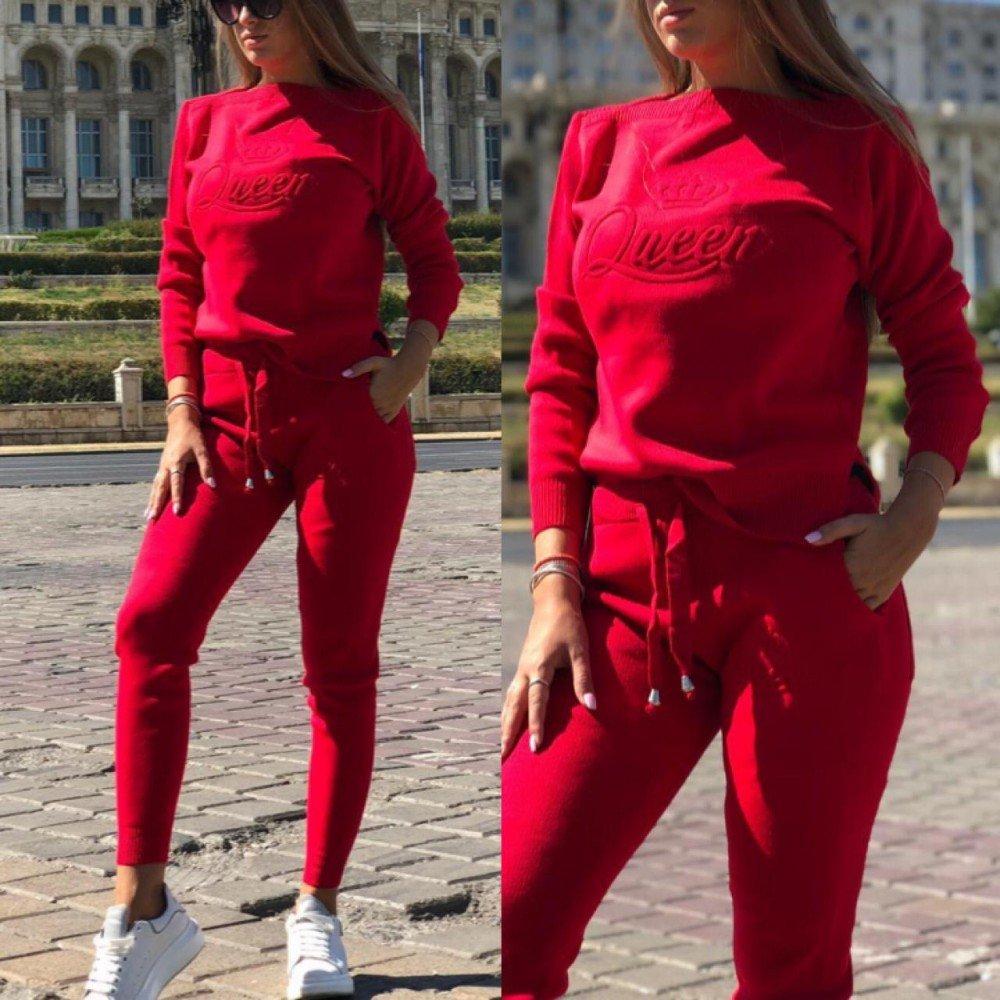 Trening dama rosu tricotat lung cu imprimeu Queen