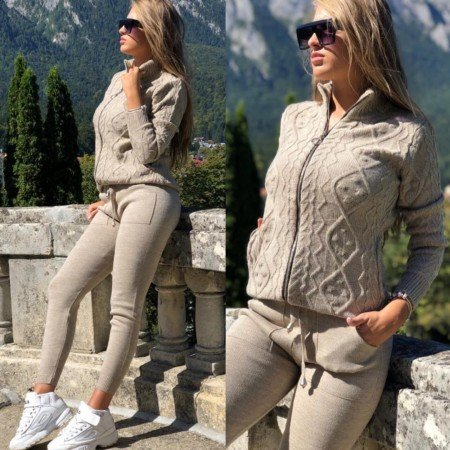 Trening dama bej deschis cu fermoar din tricot