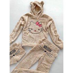 Compleu dama Hello Kitty crem alcatuit din 3 piese: Bluza+ Pantaloni lungi + pantaloni scurti
