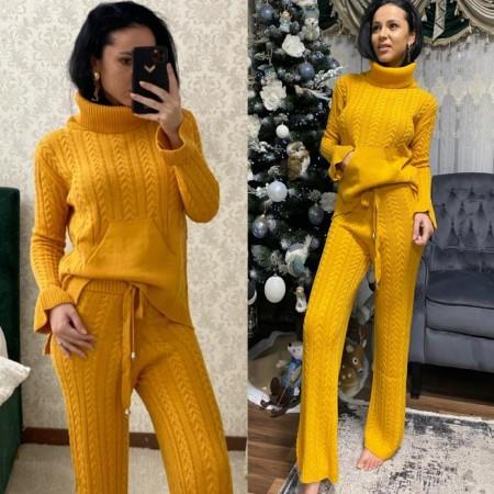 Compleu dama tricotat galben pe gat cu pantalon evazat