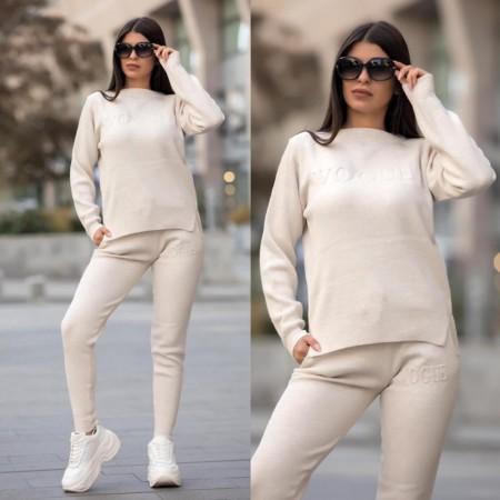Trening dama crem tricotat cu imprimeu Vogue
