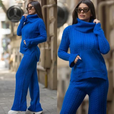 Compleu dama tricotat albastru pe gat cu pantalon evazat