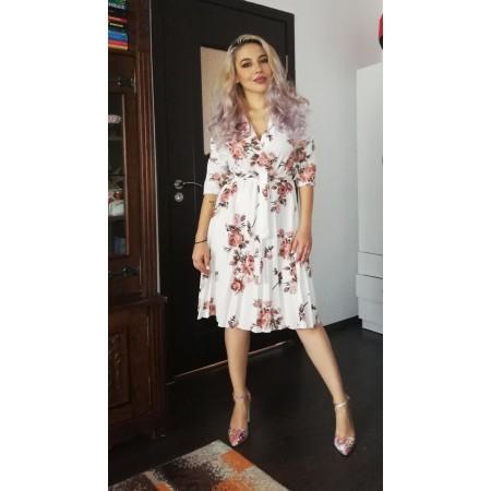 Bună! Am achiziționat acum câteva zile o rochiță de la voi, de care sunt super incantata! Calitatea ei mi se pare una foarte bună, este lejera și totodată eleganta!... Superba! Felicitări pentru realizare, faceți o treaba foarte bună! - Apostola18
