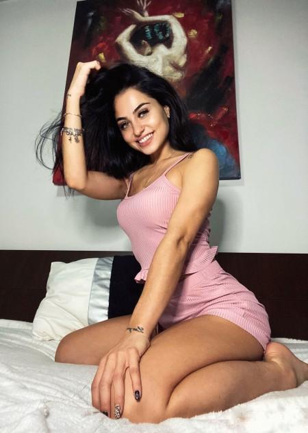 Sunt superbe pijamalele, si pantalonii de trening roz. 😘👏 - Raluca