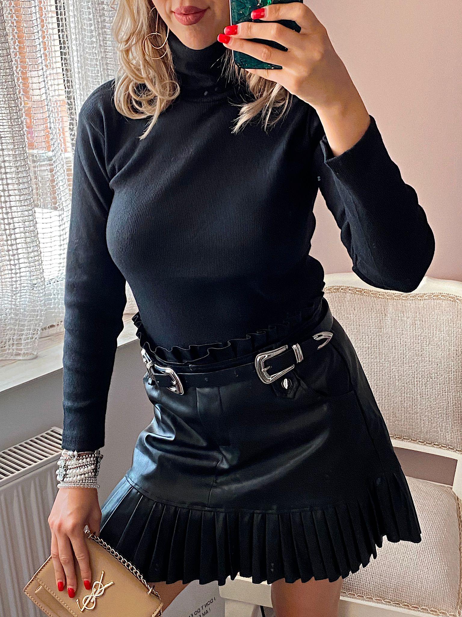 Bluza dama neagra pe gat din bumbac