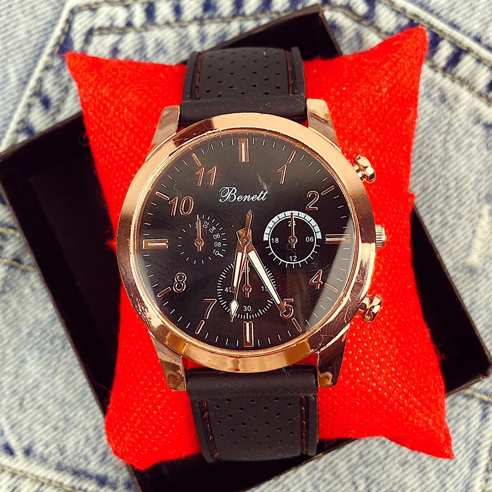 Ceas barbatesc negru cu cadran auriu din silicon
