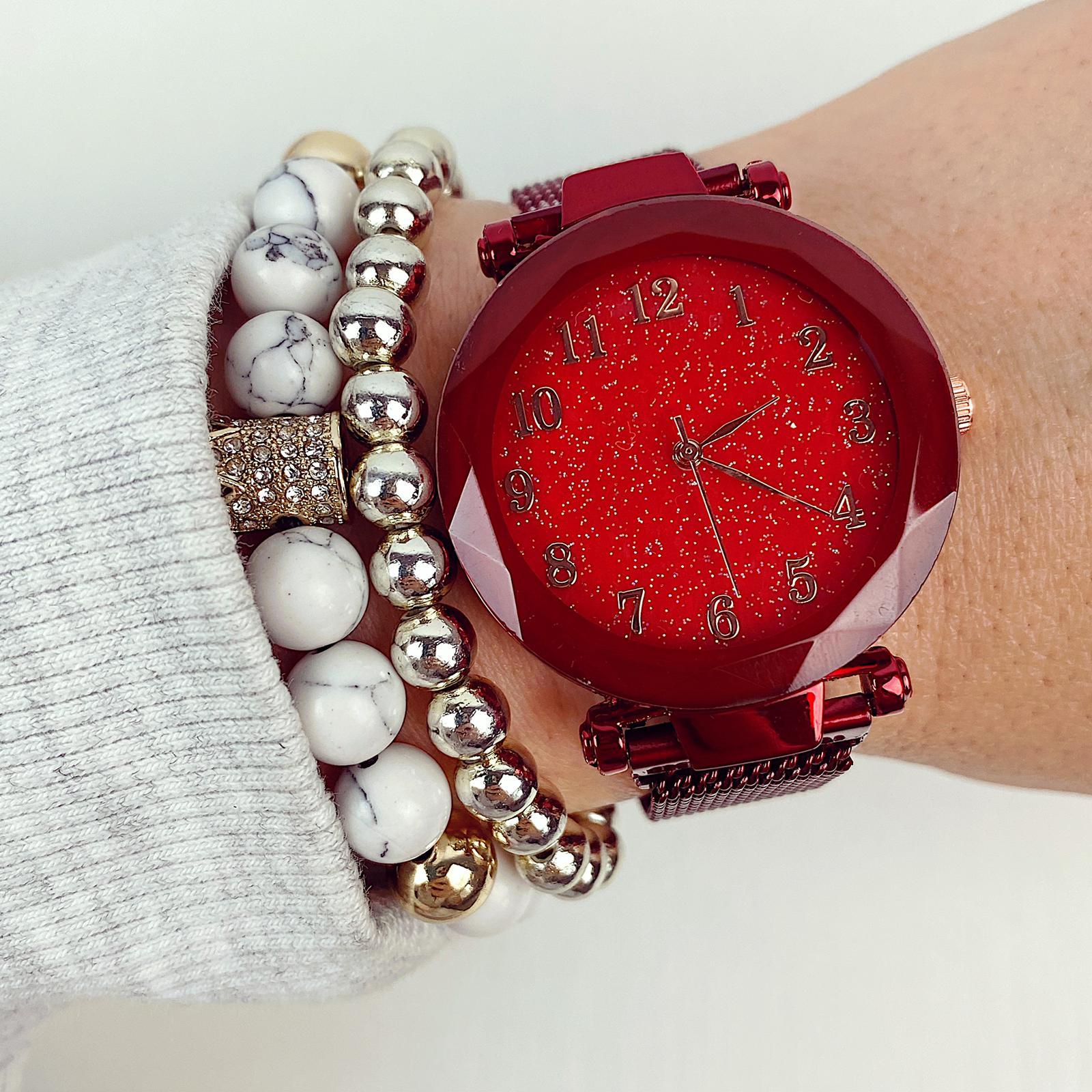 Ceas dama rosu elegant cu sistem de inchidere magnetic