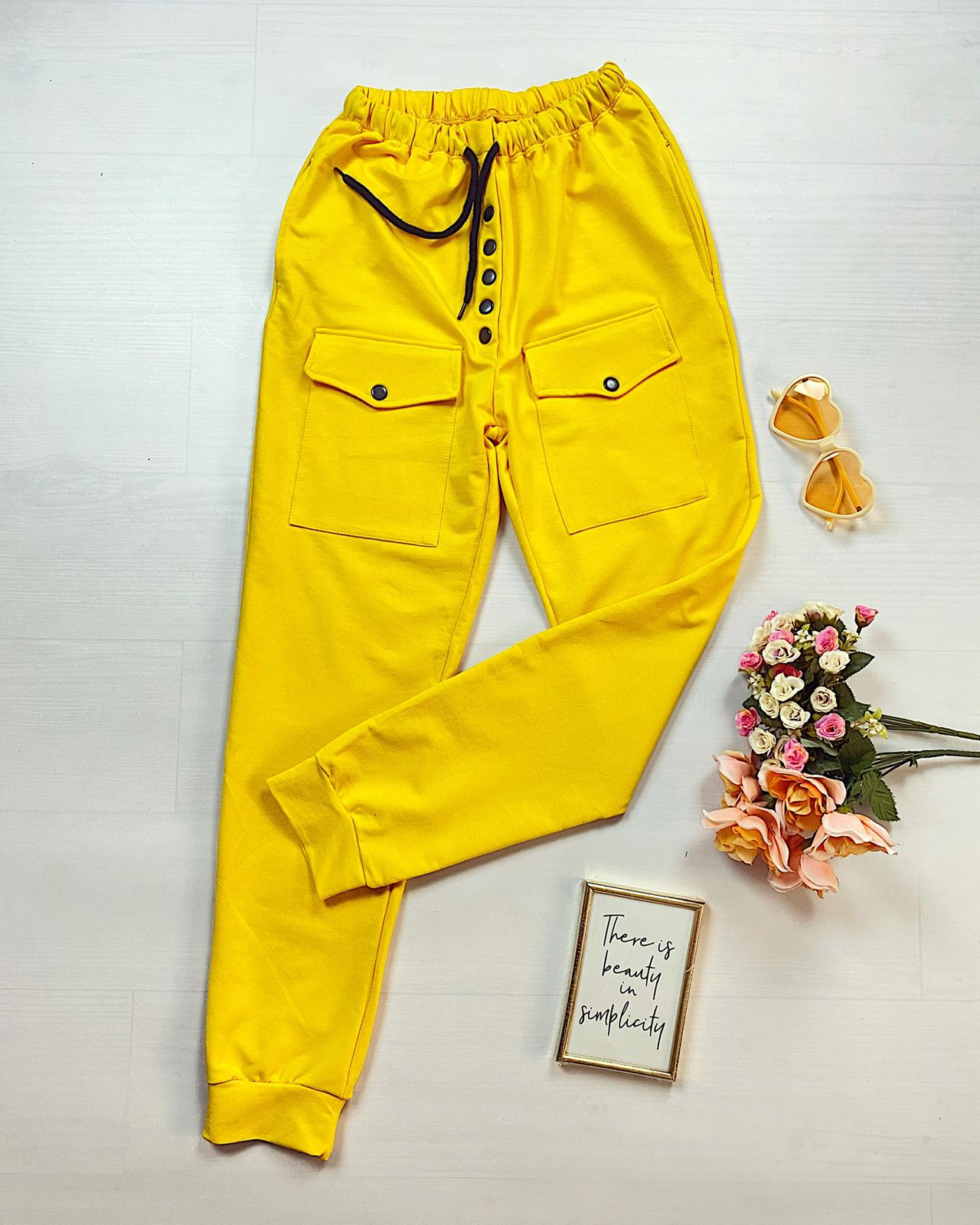 Pantaloni dama casual-sport galbeni cu buzunare si capse