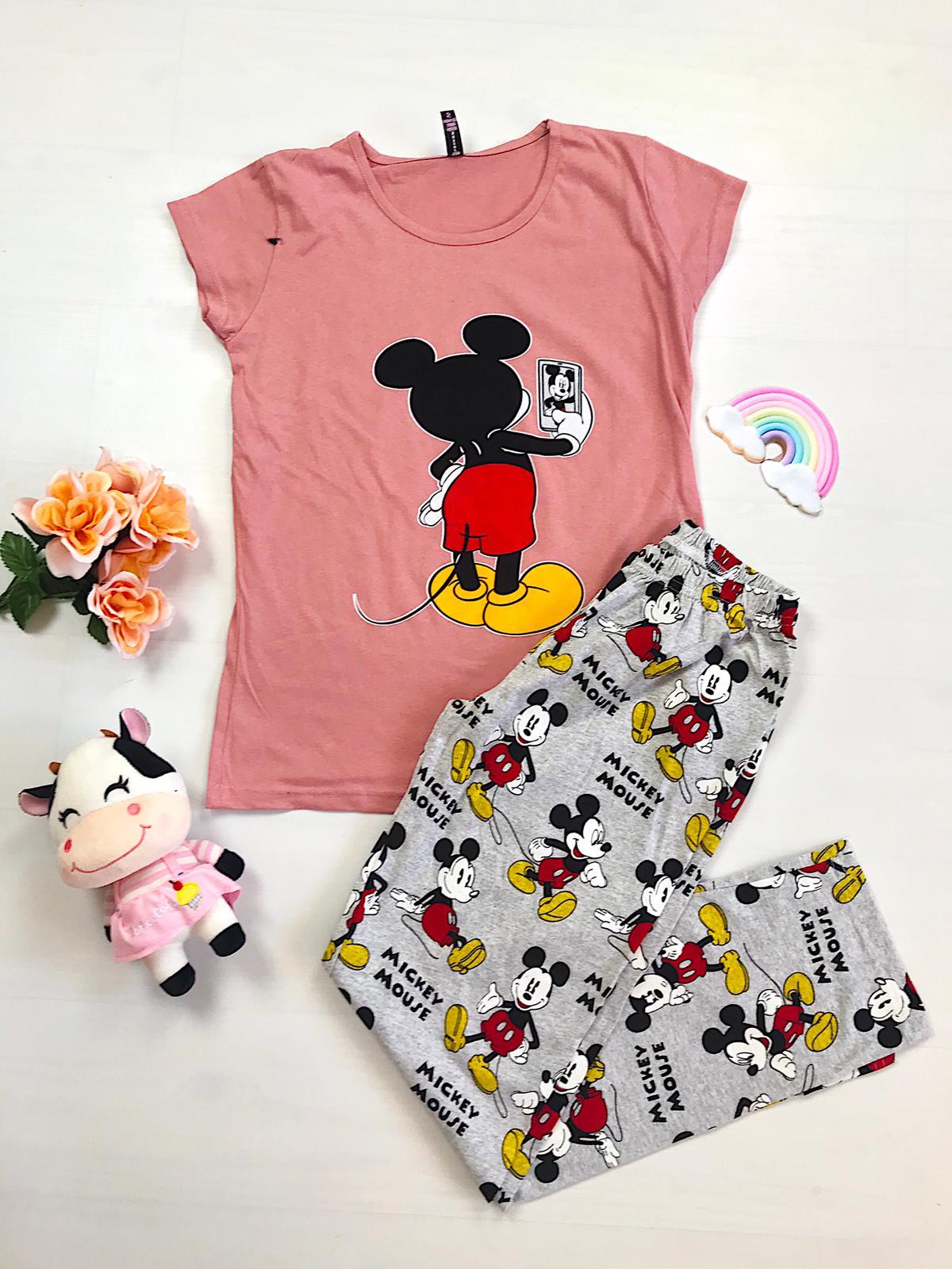 Pijama dama lunga roz cu imprimeu colorat Selfie Mickey