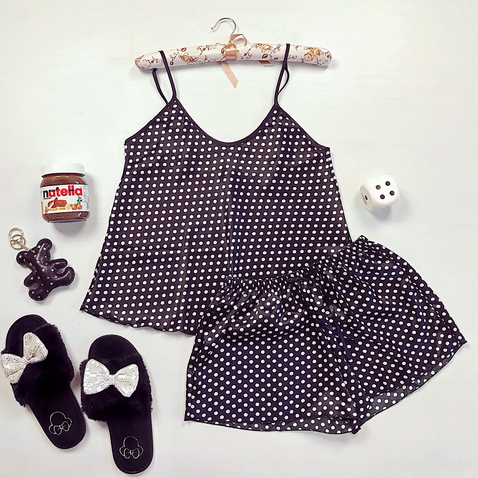 Compleu pijama set negru maiou si pantaloni scurti din satin premium cu buline