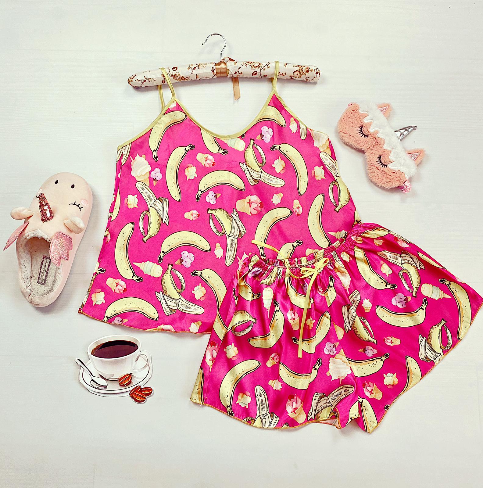 Compleu pijama set maiou si pantaloni scurti din satin premium roz cu imprimeu banane si inghetata
