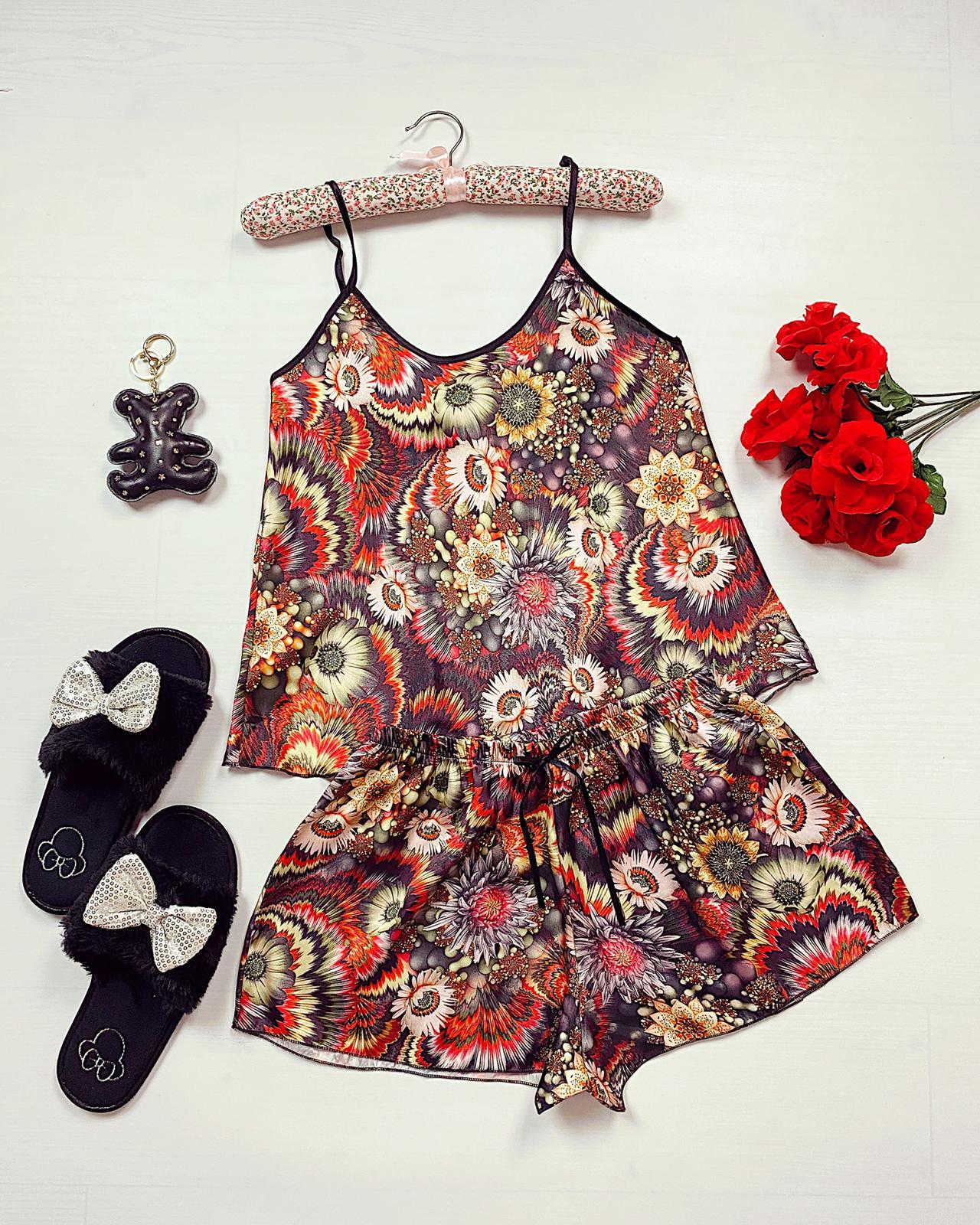 Compleu pijama scurt maro din satin cu imprimeu floral