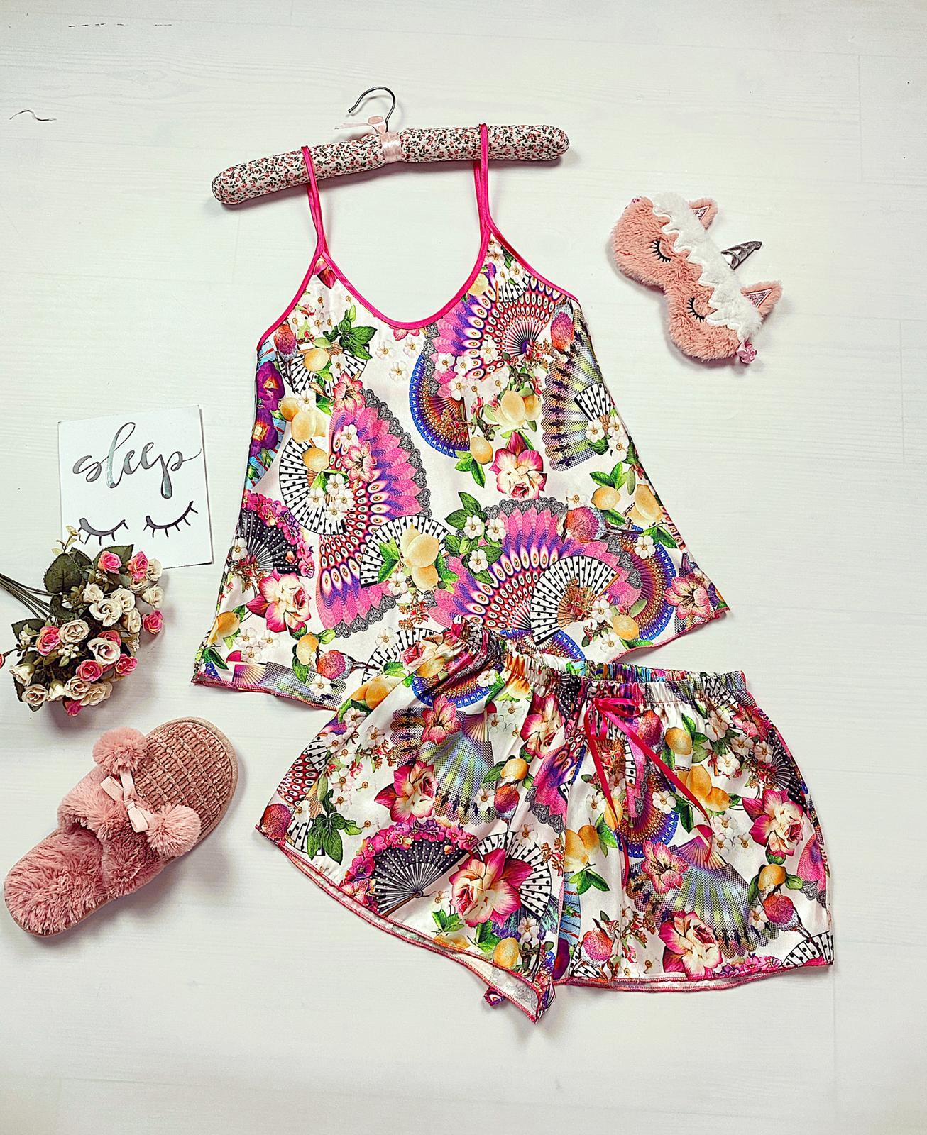 Compleu pijama scurt alb din satin cu imprimeu floral colorat