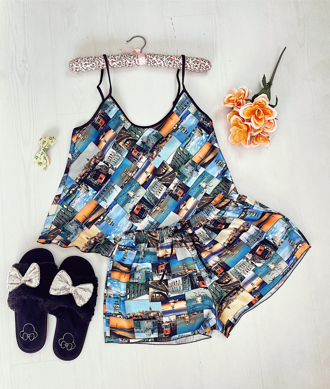 Compleu pijama scurt albastru din satin cu imprimeu peisaj