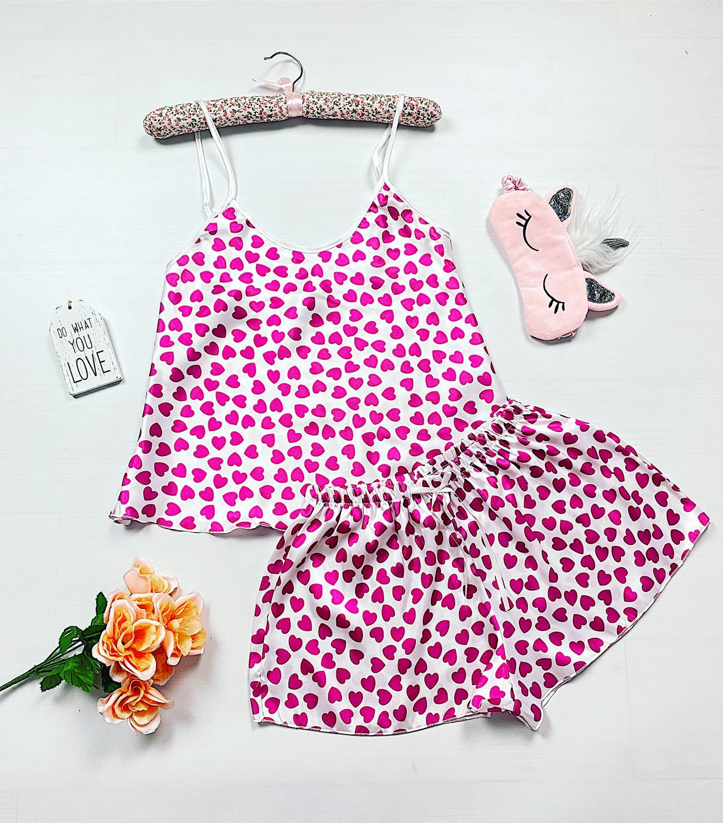 Compleu pijama scurt alb din satin cu imprimeu inimioare roz