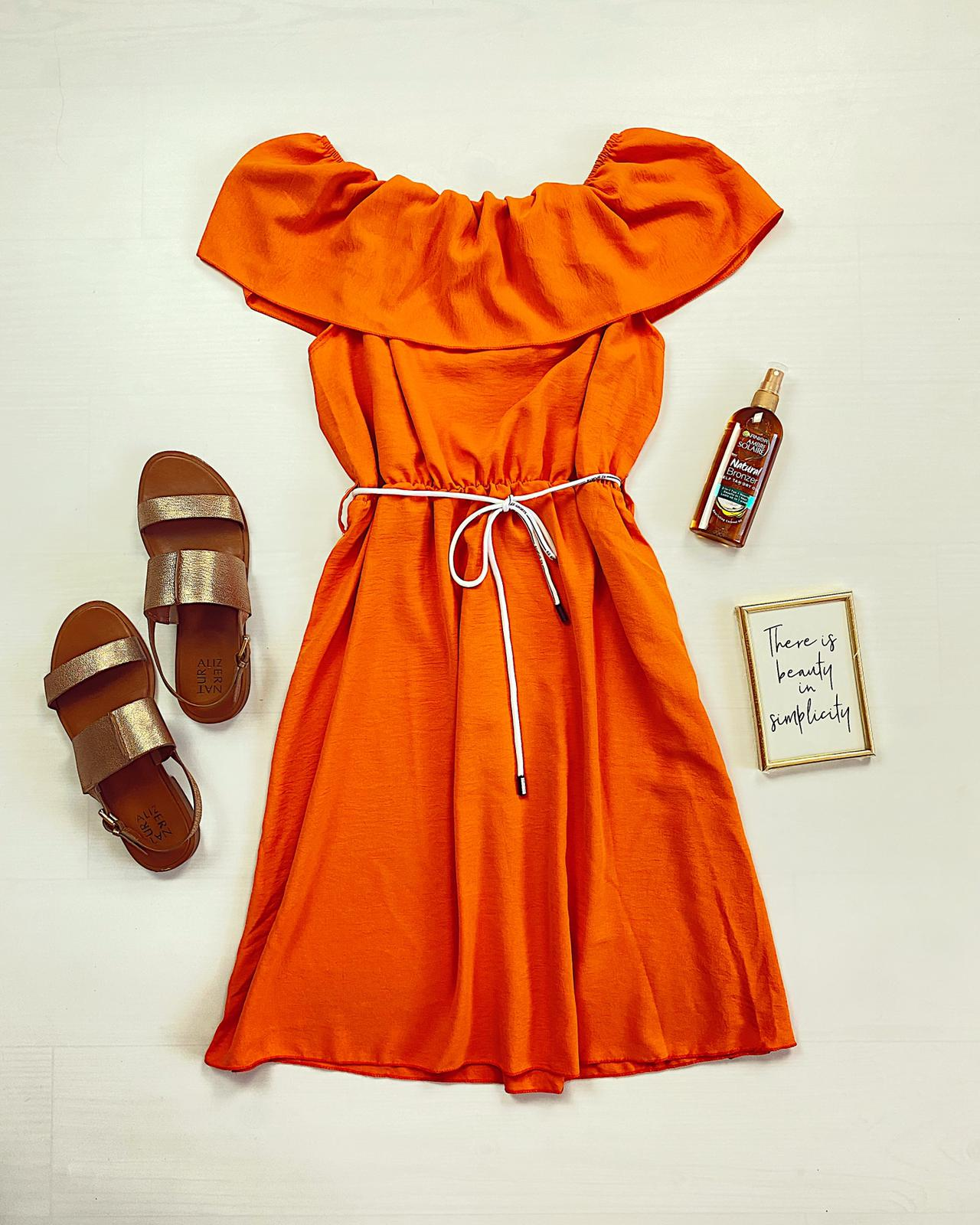 Rochie scurta portocalie cu volanas pe umeri