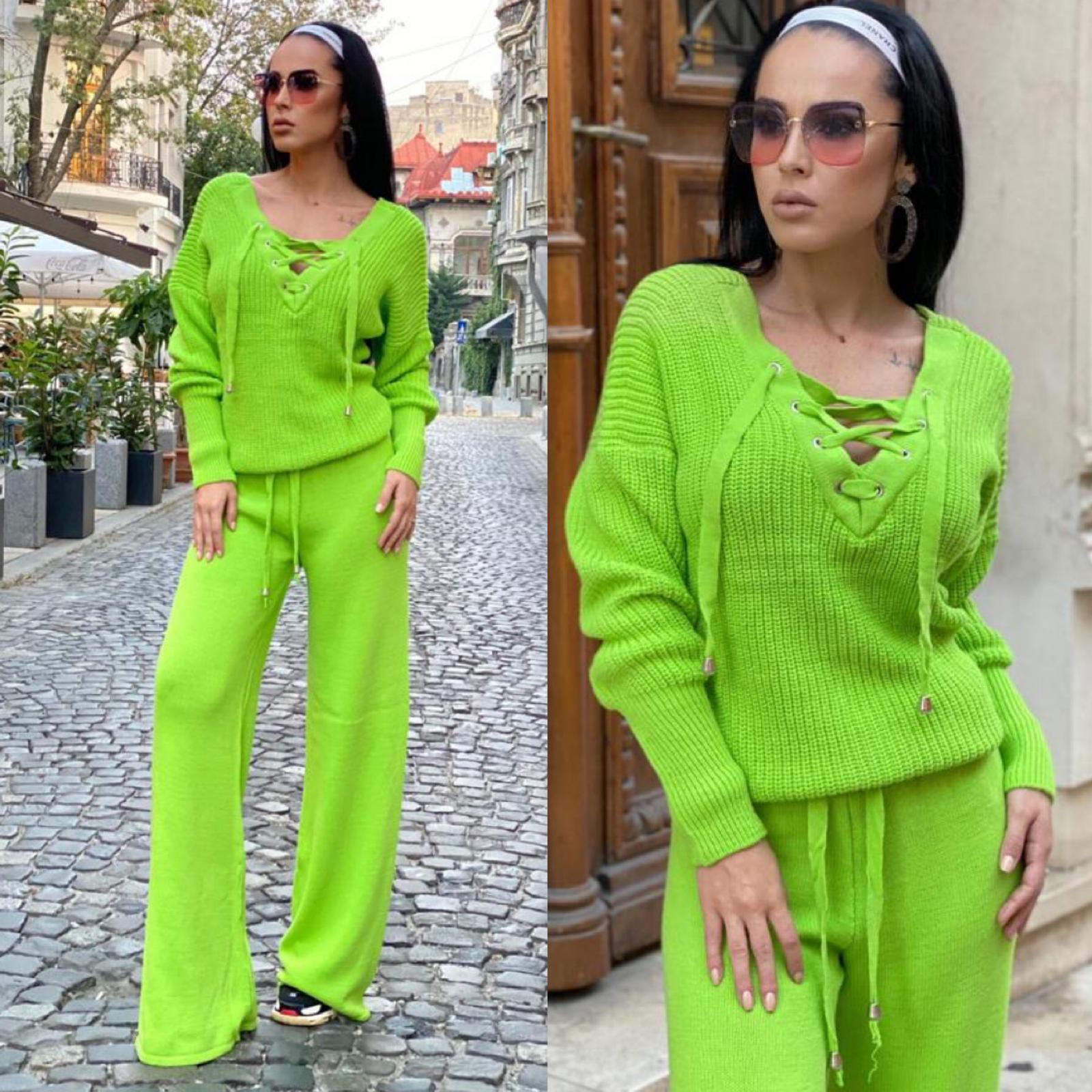 Compleu dama tricotat verde cu bluza petrecuta si pantalon evazat