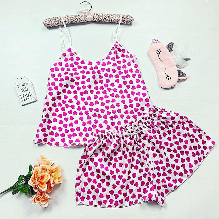 Pijama satin cu imprimeu inimioare❤️ Descopera si tu cele mai noi modele de pijamale 🥰 via @maroko.ro #morning #pajamas #style #women